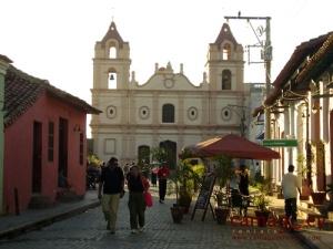 Camaguey, El Carmen kerk en plein.