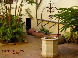 Huis uit Camagüey, met typische waterkruiken.