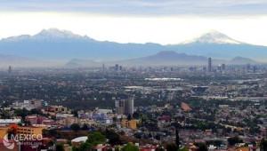 Popocátepetl en Iztaccíhuatl, gezien vanuit Mexicostad